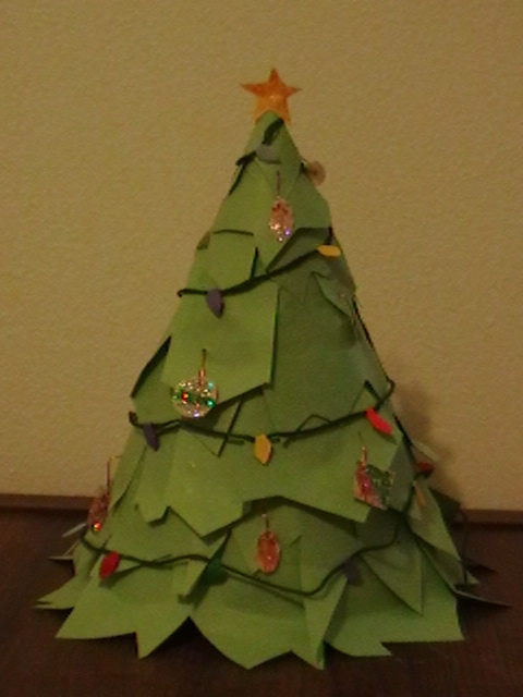 how to make a big christmas tree with construction paper